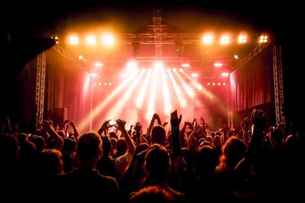 ライブの演出や音響の相談も気軽にお声かけください。